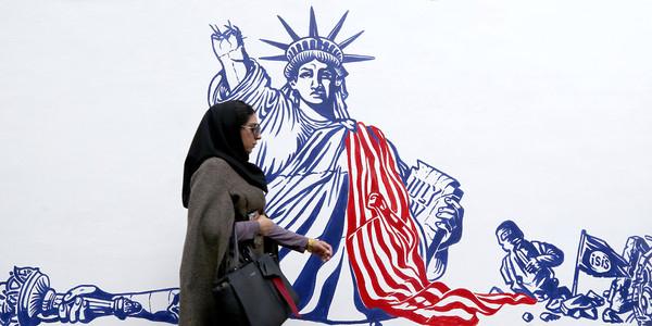 ▲ 2019년 11월 2일 이란은 1979년 대사관 인수 40주년을 앞두고 테헤란에있는 전 미국 대사관 외벽에 그려진 새로운 벽화를 공개했다.[사진 : 인터넷 갈무리]